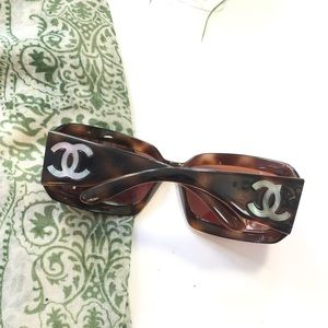 CHANEL Accessories - Chanel Mother Of Pearl CC Sumglasses 5076 Brown